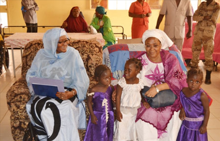 visite de la ministre en charge de la protection de l enfant dans les centres d accueil et. Black Bedroom Furniture Sets. Home Design Ideas